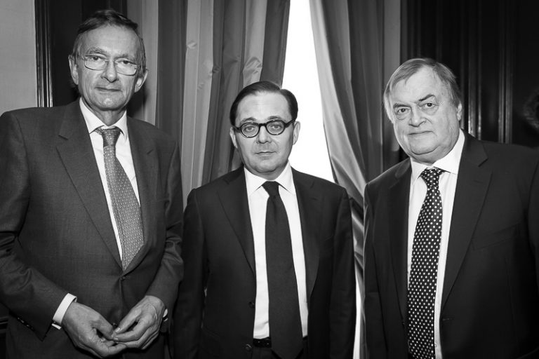 Fabien Baussart between John Prescott, former U.K. Deputy PM and Jeroen van der Veer, former CEO of the Petroleum Corporation Royal Dutch Shell.
