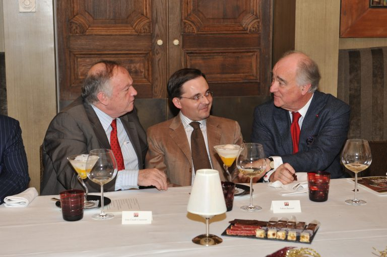 Fabien Baussart between François Bujon de L'Estang, former Ambassador of France to the U.S and Jean-Claude Cousseran, former General Director at the DGSE.