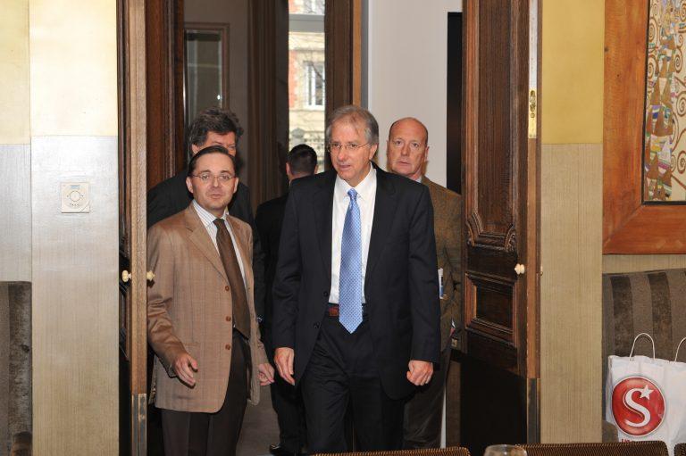 Fabien Baussart with U.S. diplomat Denis Ross