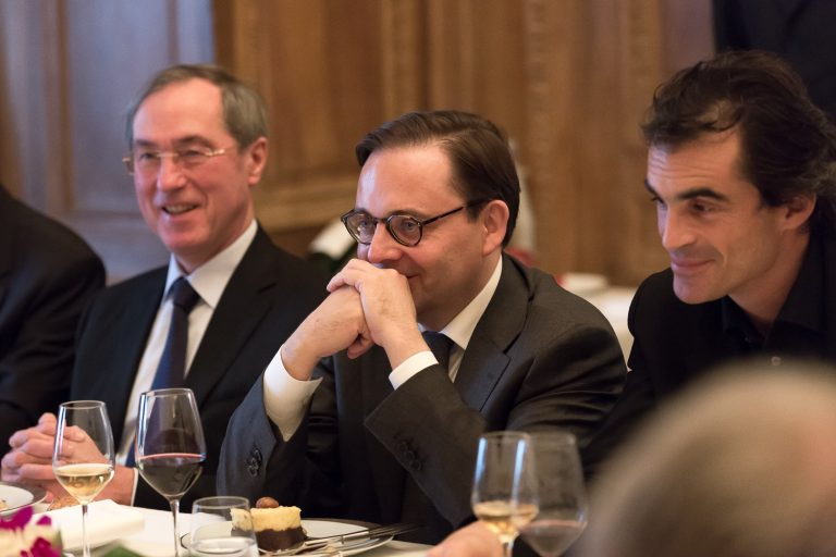 Fabien Baussart between Claude Guéant, former French Minister of the Interior and Raphaël Enthoven.